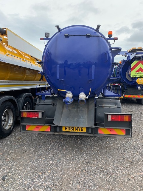 2011 IVECO 2,200 GALLON STRAIGHT VACUUM TANKER